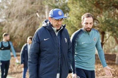 """Chelsea vẫn đá kiểu """"Sarri-ball"""" dù cầu thủ và CĐV đả kích"""