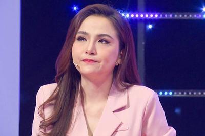 Hoa hậu Diễm Hương nức nở xin lỗi mẹ ruột sau 4 năm bị từ mặt
