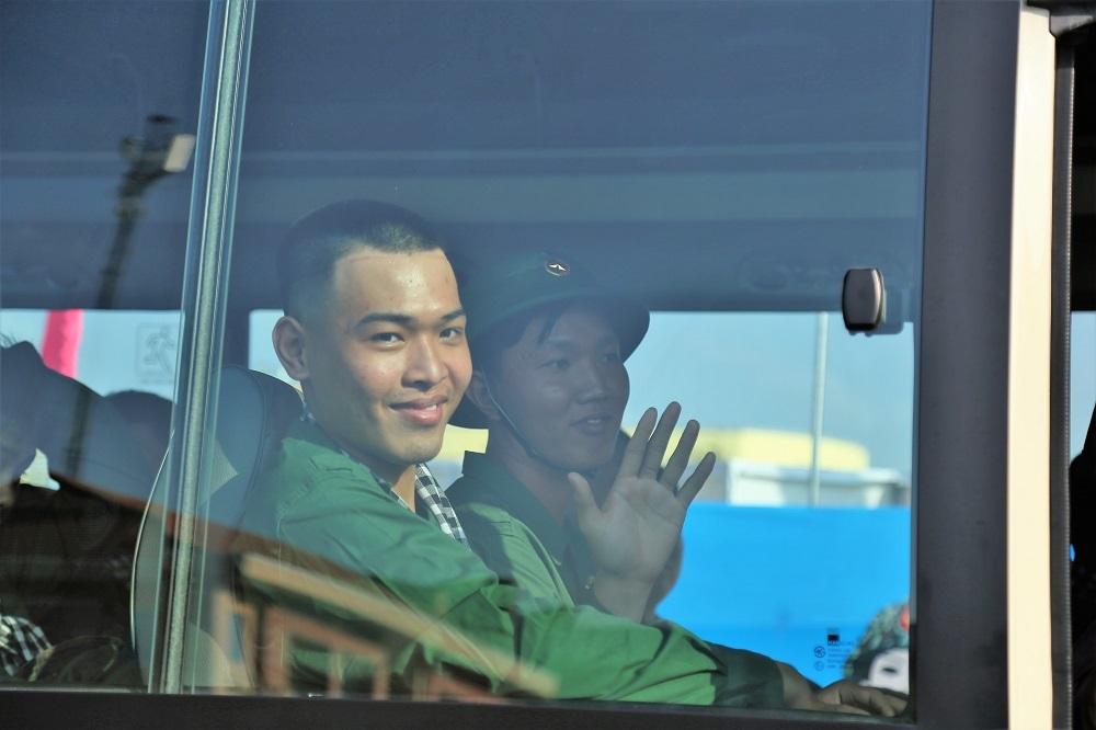 Bịn rịn tiễn 4.400 thanh niên Sài Gòn lên đường nhập ngũ
