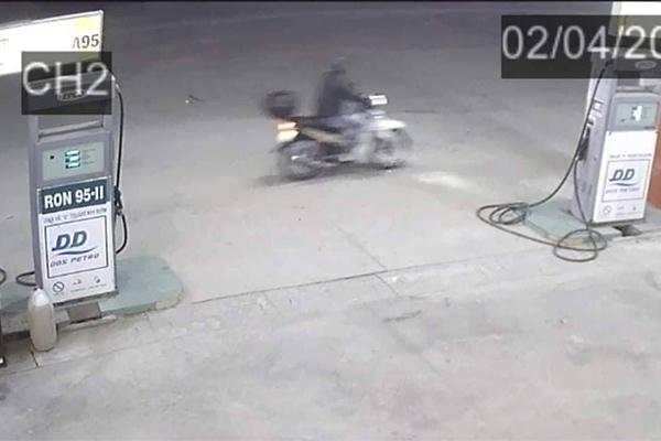 Vụ giết nhân viên cây xăng sáng 30 tết: Nghi có đồng phạm chỉ điểm