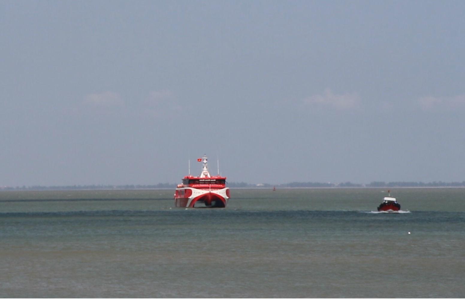 Tàu cao tốc Vũng Tàu – Côn Đảo chở 500 khách hỏng giữa biển