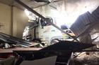 Xe container chở hàng chục tấn thép đâm sập quán ăn