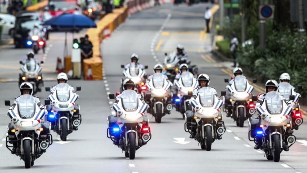 Dàn mô tô siêu độc hộ tống ông Trump khi đến Việt Nam