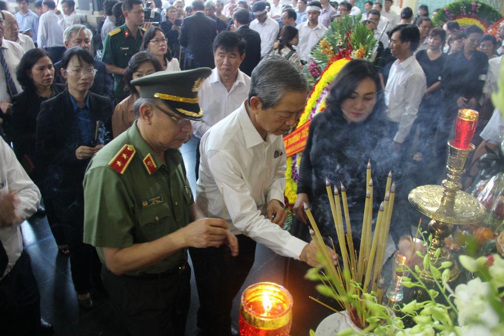 Nguyên Chủ tịch nước Trương Tấn Sang viếng Phó chủ tịch TP.HCM Nguyễn Thị Thu