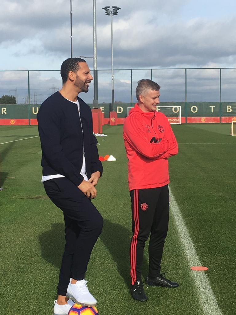 MU 'ám' Liverpool trước giờ G, Barca săn tiền đạo mới