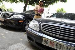 Không kịp tháo biển xe ngoại giao, Đại sứ quán Nga đề nghị hỗ trợ
