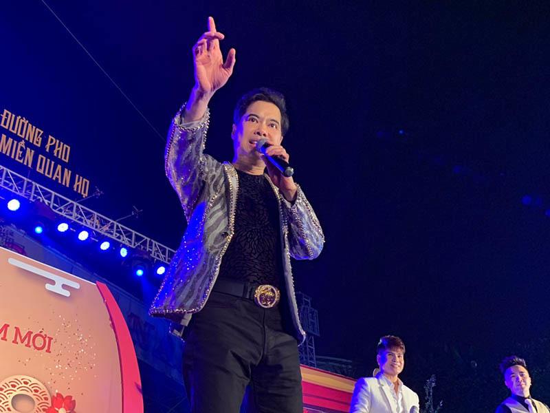 Ngọc Sơn hát Quan họ, tặng vàng cho khán giả Bắc Ninh
