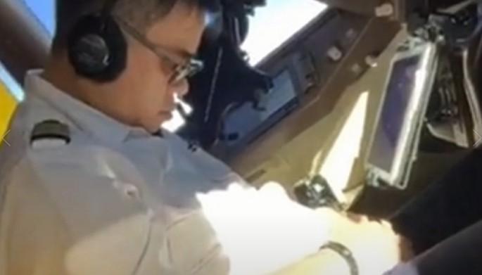 phi công,máy bay,lái máy bay,ngủ gật,bọ cạp