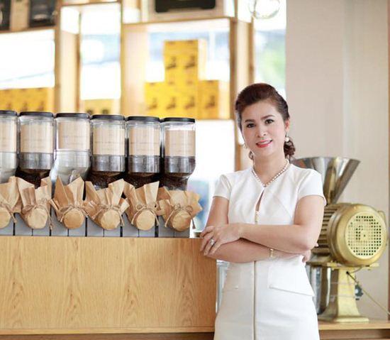 Giữa bão ly hôn nghìn tỷ, vợ 'vua cà phê' Trung Nguyên gây ấn tượng vì đẹp, mặc sang
