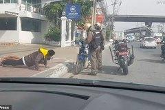 Không đội mũ bảo hiểm, nam sinh Thái nộp phạt bằng chống đẩy