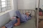 Nổ bình thí nghiệm giờ hoá, nữ sinh bị chấn thương mắt nặng