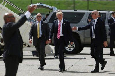 Mật vụ Mỹ bảo vệ ông Trump thế nào khi công du nước ngoài?