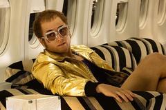 Phim về huyền thoại Elton John hé lộ nhiều góc khuất