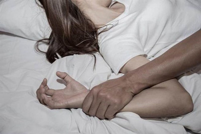 Sợ hãi vì bạn trai nhu cầu quá cao, cô gái tìm cách bỏ trốn