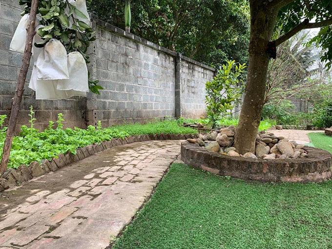 Cơ ngơi hoành tráng với nhà vườn rộng rãi của diễn viên Hồng Đăng