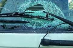 Ném đá ô tô: Hành vi có thể bị phạt tù