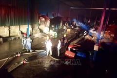 Cháy lớn 2 nhà máy giấy ở Thừa Thiên - Huế