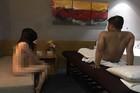 4 nữ tiếp viên khoả thân phục vụ massage cho 1 quý ông