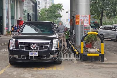 Mật vụ Mỹ đổ xăng cho 'Quái thú' của Tổng thống Donald Trump ở Hà Nội