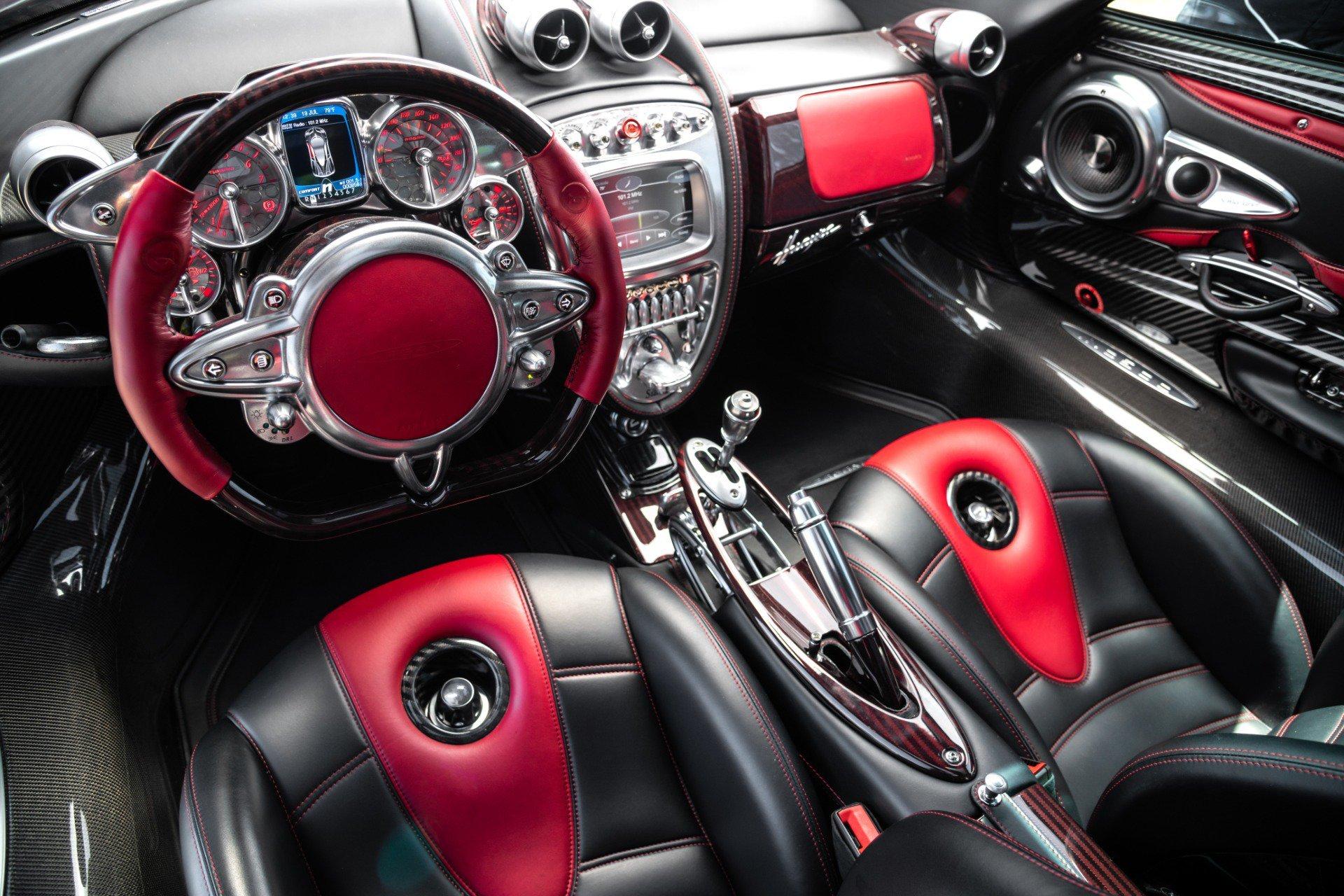 Siêu xe Pagani Huayra diện áo đỏ carbon 'độc nhất'