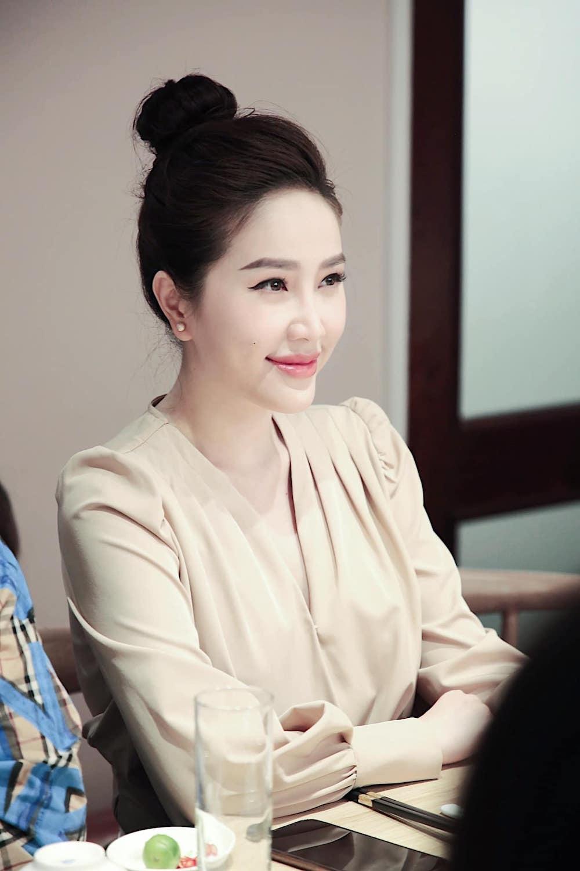 Hoa hậu Tiểu Vy gây bất ngờ với hình ảnh đẹp lạ ở tuổi 19