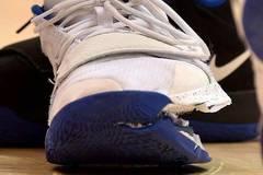 Cú nổ đế giày định mệnh và tổn thất nặng nề của hãng thời trang Nike