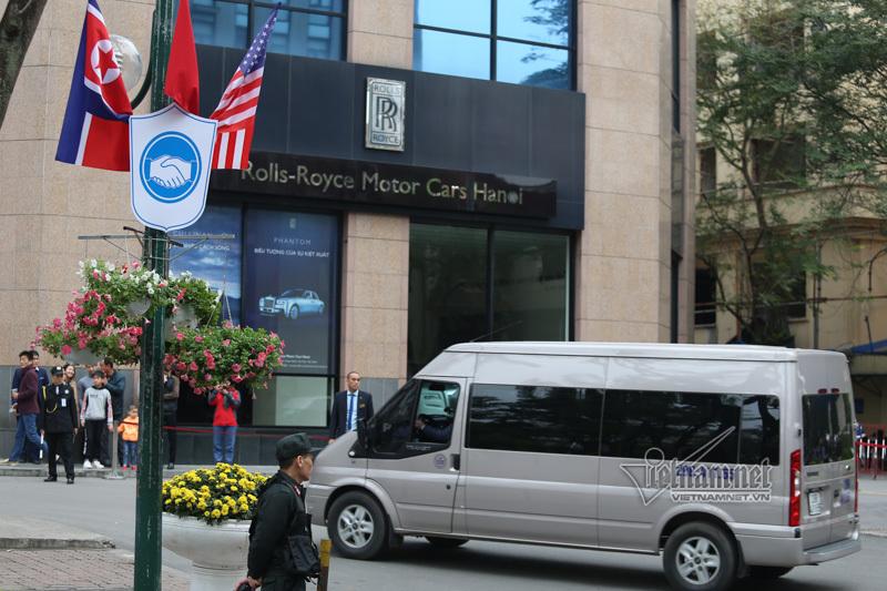 Đoàn tiền trạm Triều Tiên về khách sạn ở Hà Nội