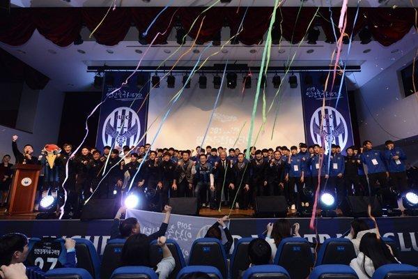 Công Phượng tạo dáng cực đáng yêu, Incheon xuất quân tưng bừng