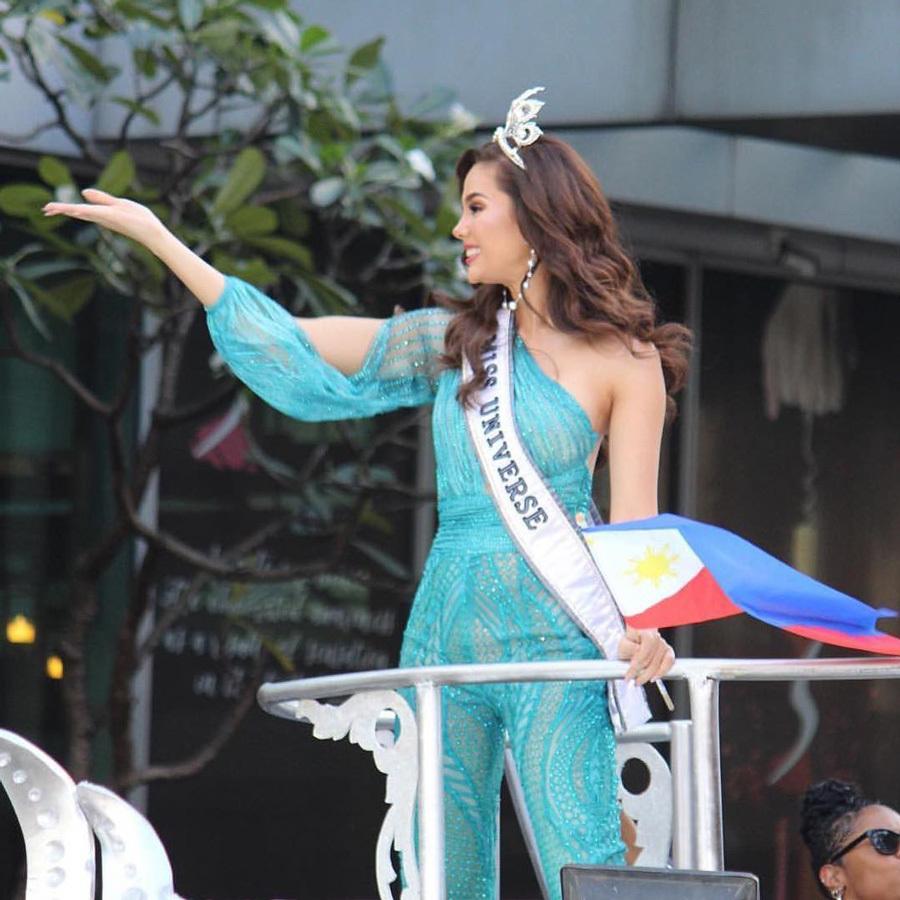 Hoa hậu hoàn vũ Catriona Gray làm vỡ vương miện 6 tỉ đồng
