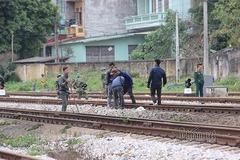 Lực lượng công binh dò mìn ở ga Đồng Đăng