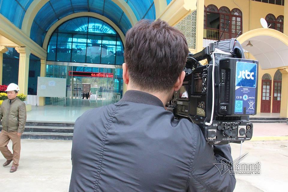 Phóng viên quốc tế tấp nập 'trực chiến' ở ga Đồng Đăng