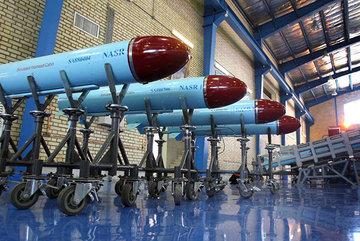Xem tàu ngầm Iran lần đầu phóng tên lửa từ dưới nước