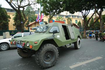Xe bọc thép xuất quân bảo vệ Thượng đỉnh Mỹ - Triều