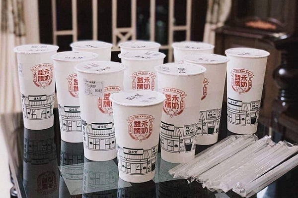 Sốt trà sữa nướng Trung Quốc: Hàng xách tay, 'đặt gạch' 2 ngày mới đến lượt