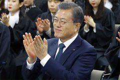 Tỉ lệ tín nhiệm Tổng thống Hàn Quốc tăng vọt