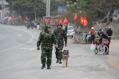 Chó nghiệp vụ tuần tra quanh ga Đồng Đăng