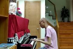 Chàng trai mắc ung thư viết 14 chương truyện trên giường bệnh