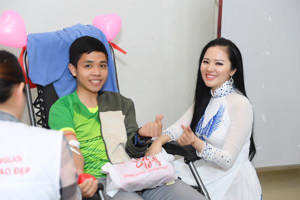 hiến máu tình nguyện,Lễ hội Xuân hồng 2019
