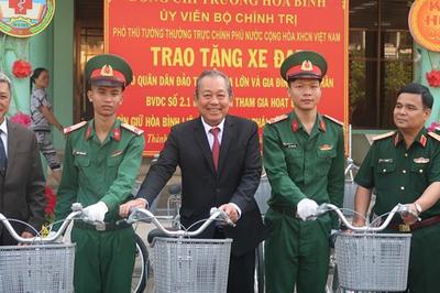 Phó Thủ tướng thăm bệnh viện Quân y 175 nhân ngày Thầy thuốc Việt Nam