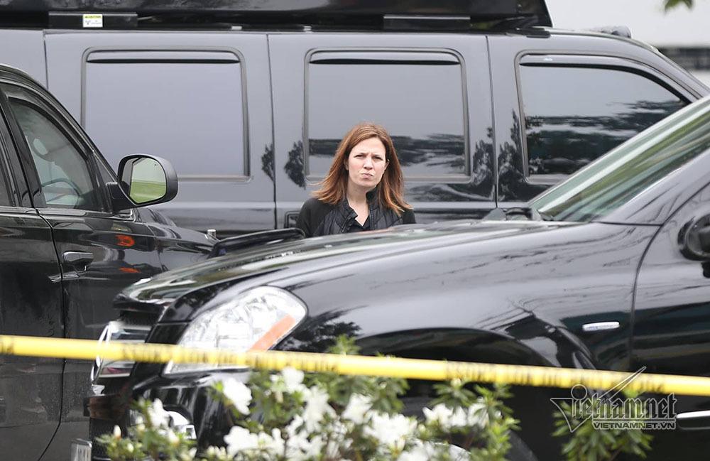 Nữ mật vụ tất bật đón Tổng thống Trump ở Hà Nội