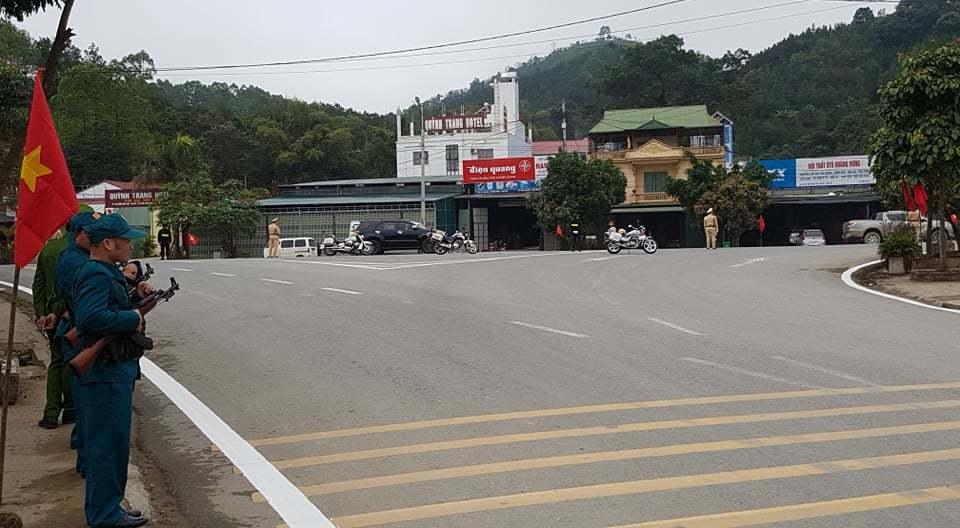 Cấm phương tiện đi qua hơn 1km đường vào ga Đồng Đăng