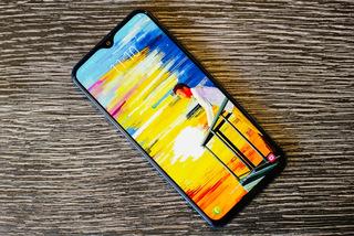 Galaxy M20 'cháy hàng' trong ngày mở bán