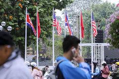 Hà Nội 'diện' 3.700 cột cờ hòa bình chào đón Thượng đỉnh Mỹ - Triều