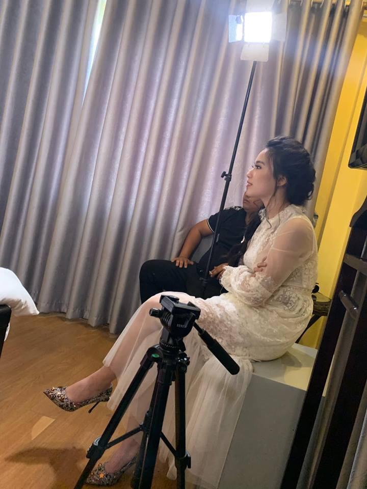 Linh Miu tung ảnh thị phạm 'cảnh nóng', tiết lộ bí mật hậu trường phim