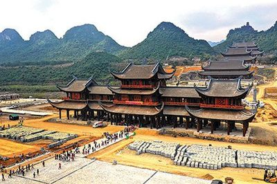 Nhập nhèm phía sau ngôi chùa lớn nhất thế giới