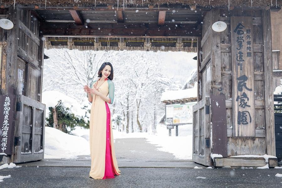 Hoa hậu Ngọc Diễm mặc áo dài dưới thời tiết âm 5 độ ở Nhật