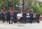 Đội cận vệ của Chủ tịch Kim Jong-un chạy bộ theo xe ấn tượng