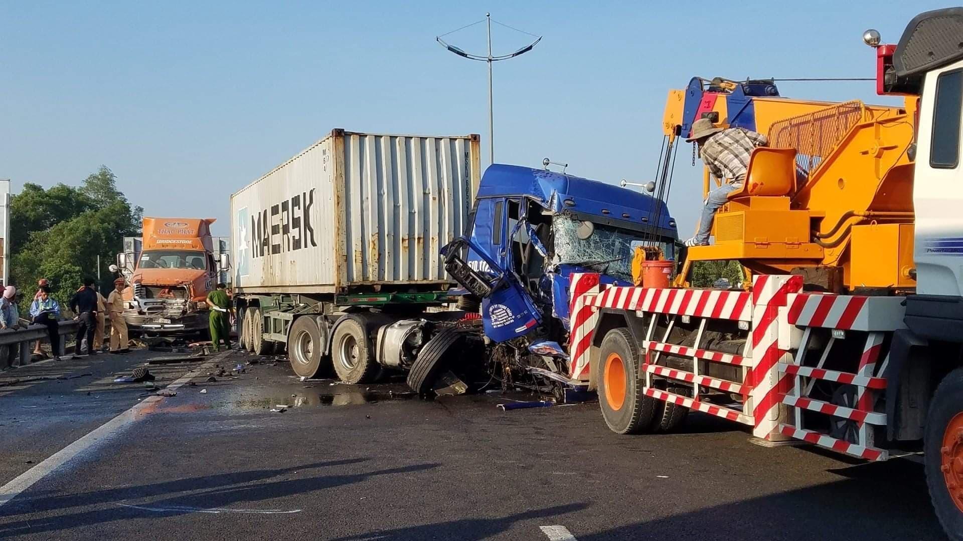 Tai nạn giao thông,tai nạn liên hoàn,TNGT,tai nạn chết người,tai nạn cao tốc