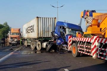 Đang cứu hộ trên cao tốc, tài xế xe container bị tông chết