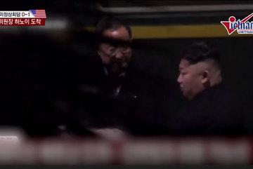 Phút nghỉ ngơi hiếm hoi của ông Kim Jong Un trên hành trình đến Đồng Đăng